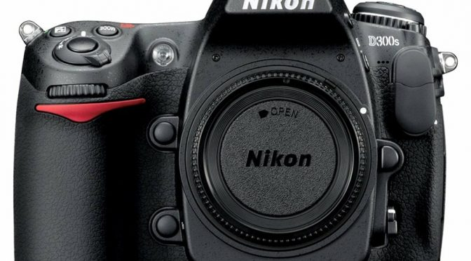 Nikon D300s – Sleek Body, High Resolution Images